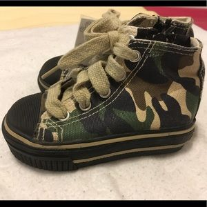 Airwalk Camouflage toddler shoes green khaki 5.5